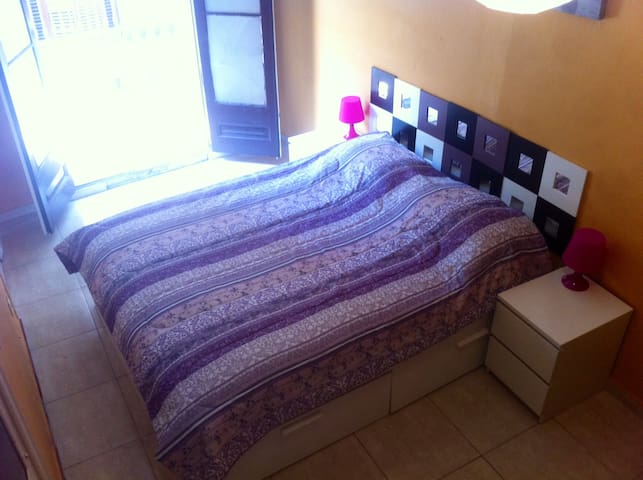 Large double room in Plaza Cataluña