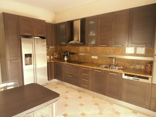 Fully equipped kitchen with fridge, freezer, dishwasher, oven, microwave, ceramic hobs.