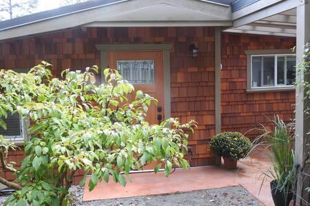 Finn Bay Farm Retreat - Yurt Cottage