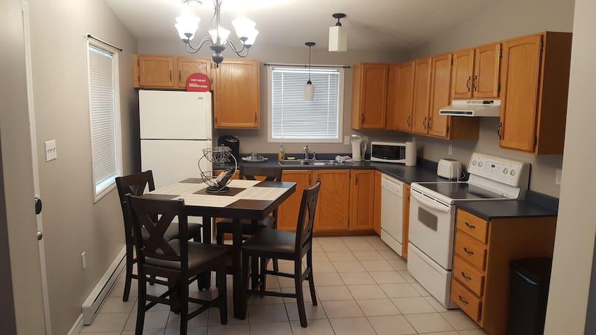 ***  Full Kitchen - 2 Bdrm Cozy SUPER clean !!