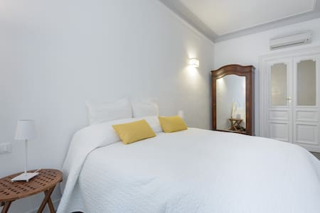NEW!!! TREVI BOUTIQUE APARTMENT 2/4