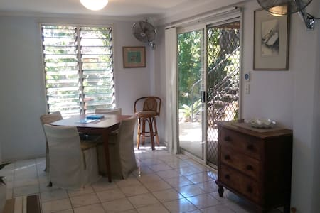 Self Contained Tropical Retreat - Malak - Apartment
