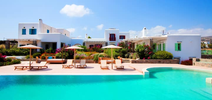 Elegant villa for 8 in a luxury complex in Paros