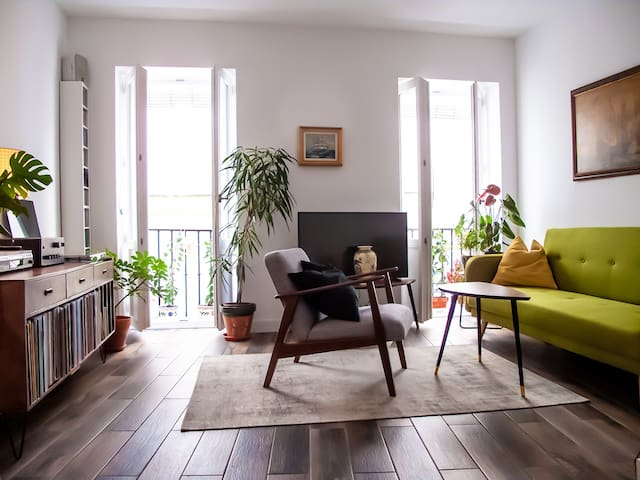 Big room in a charming flat with terrace