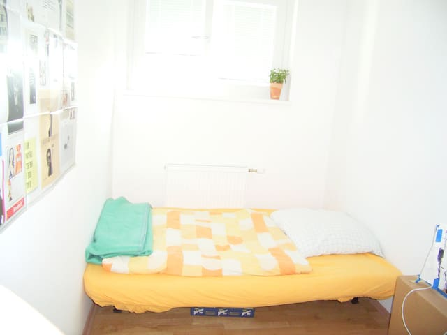 Cosy, light room in 2nd destrict