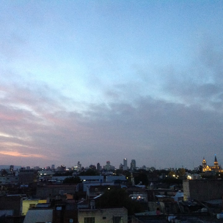 Experiencia urbana con vista a las estrellas