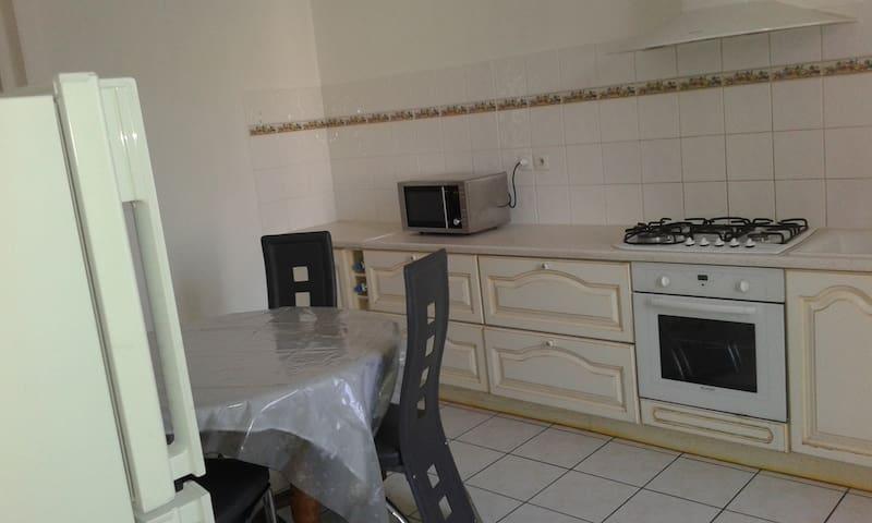 Appartement proche gare idéal UFPI & CNPE - Ambérieu-en-Bugey - Apartament
