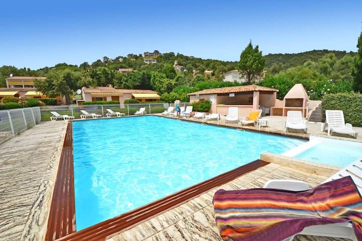 Villa vue mer, piscine, 550m plage