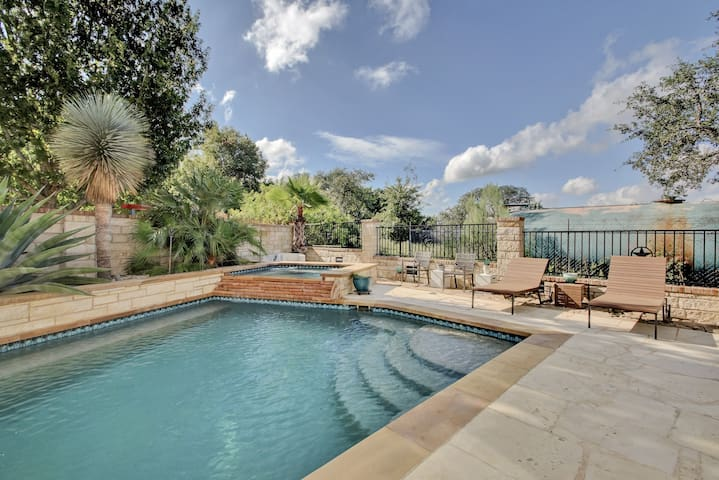 4BR w/ Pool & Outdoor Kitchen