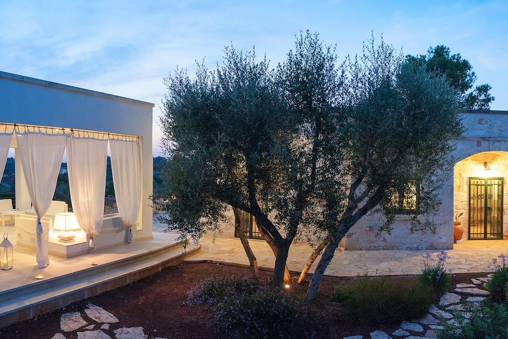 La casa e il patio, fresco relax sotto le stelle