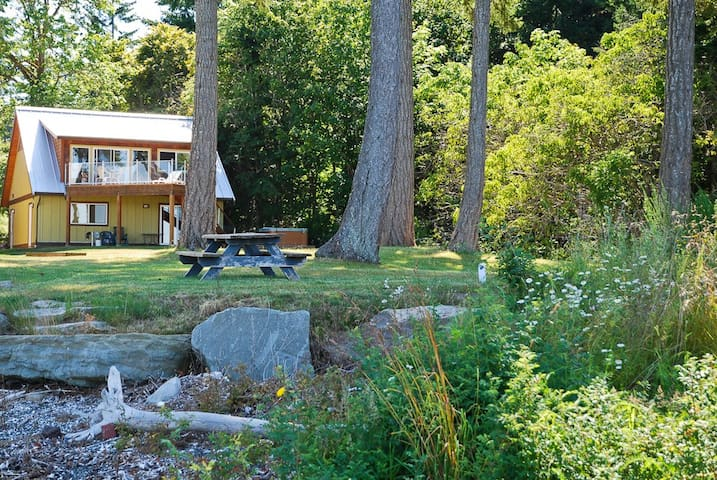 Waterfront home close to Courtenay and Comox