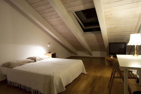 Bright and quite double room - Milan