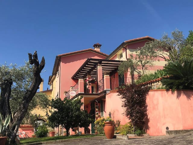Charme & Relax at 5km from the sea of Lerici & Cinque Terre
