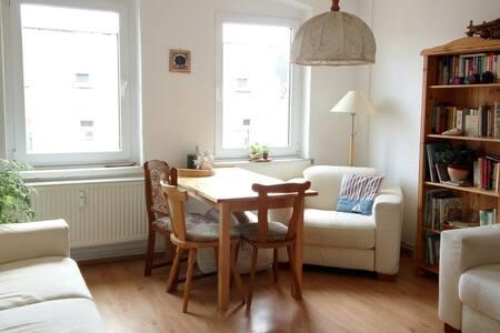 Sonniges, helles, freundliches Zimmer unterm Dach