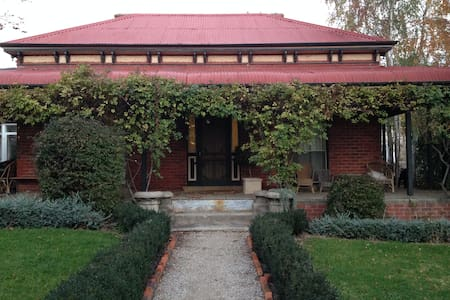 Centrally located Large Renovated Federation Home - Beechworth - House