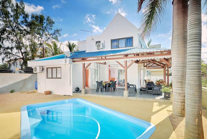 Côte Ouest - Villa Belifage Bleue  avec  Piscine - Morcellement Belle Vue - Villa