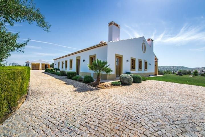 Beautiful location, Burgau 5 mins from Beach - Faro District - Villa