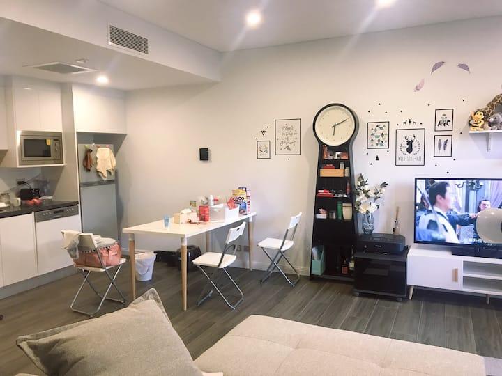 Rosebery tidy room, near metro and central