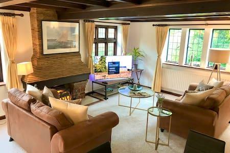 Charming flat in quiet village nr Windsor/Legoland