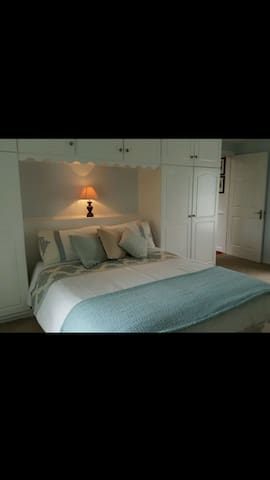 DONNYBROOK PRIVATE DOUBLE ROOM with 2 DOUBLE BEDS