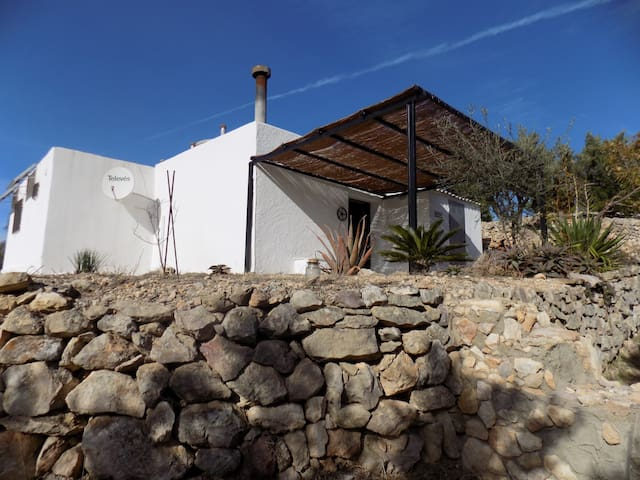 Eco-house, set in peaceful olive groves. - Bítem - Ev