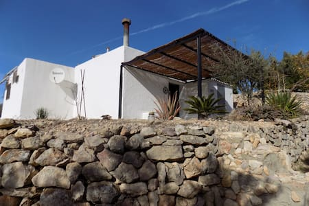 Eco-house, set in peaceful olive groves. - Bítem - Casa