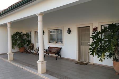 Traditional accommodation: Sanctuary of Fátima - Golegã - Huis