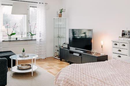 Etta med kök och badrum, 39 kvm - Skövde - อพาร์ทเมนท์