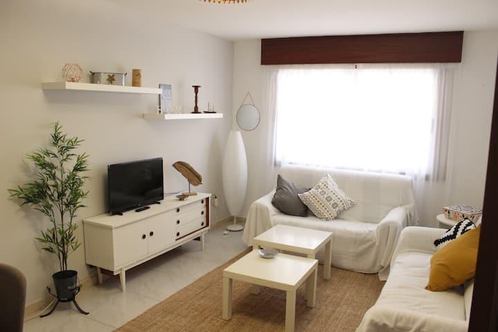 Céntrico piso en Cangas a 160m de la playa (3 hab)