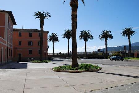 SURF HOUSE GIALLUCA,centro storico Orbetello. - Orbetello - Ev