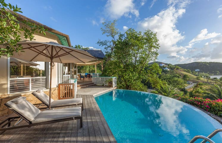1 Bedroom beach villa in Galley Bay Heights