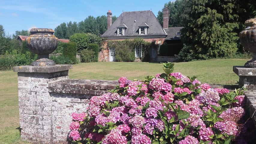 Pav. Angélique, dans cht L XIII - Saint-Pierre-des-Jonquières