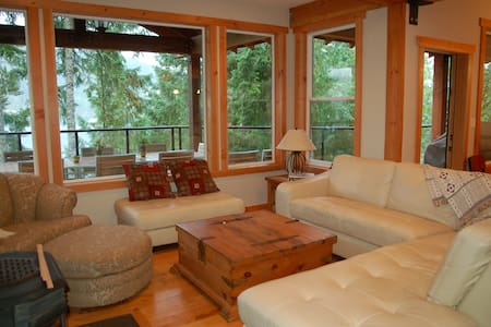 Luxurious Lake Cowichan House - Your home away! - Honeymoon Bay - Hus
