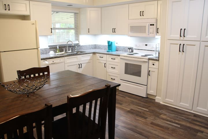 3 Bedroom, 2 Bath - Newly Remodeled Home