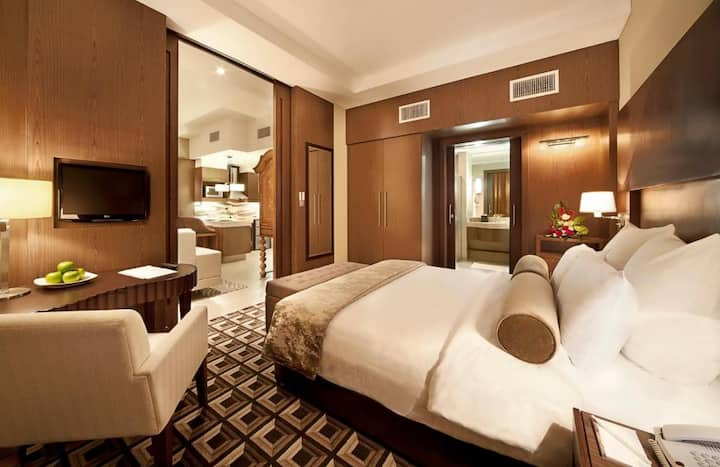 Hotel Suite with Modern Furniture & Free Parking