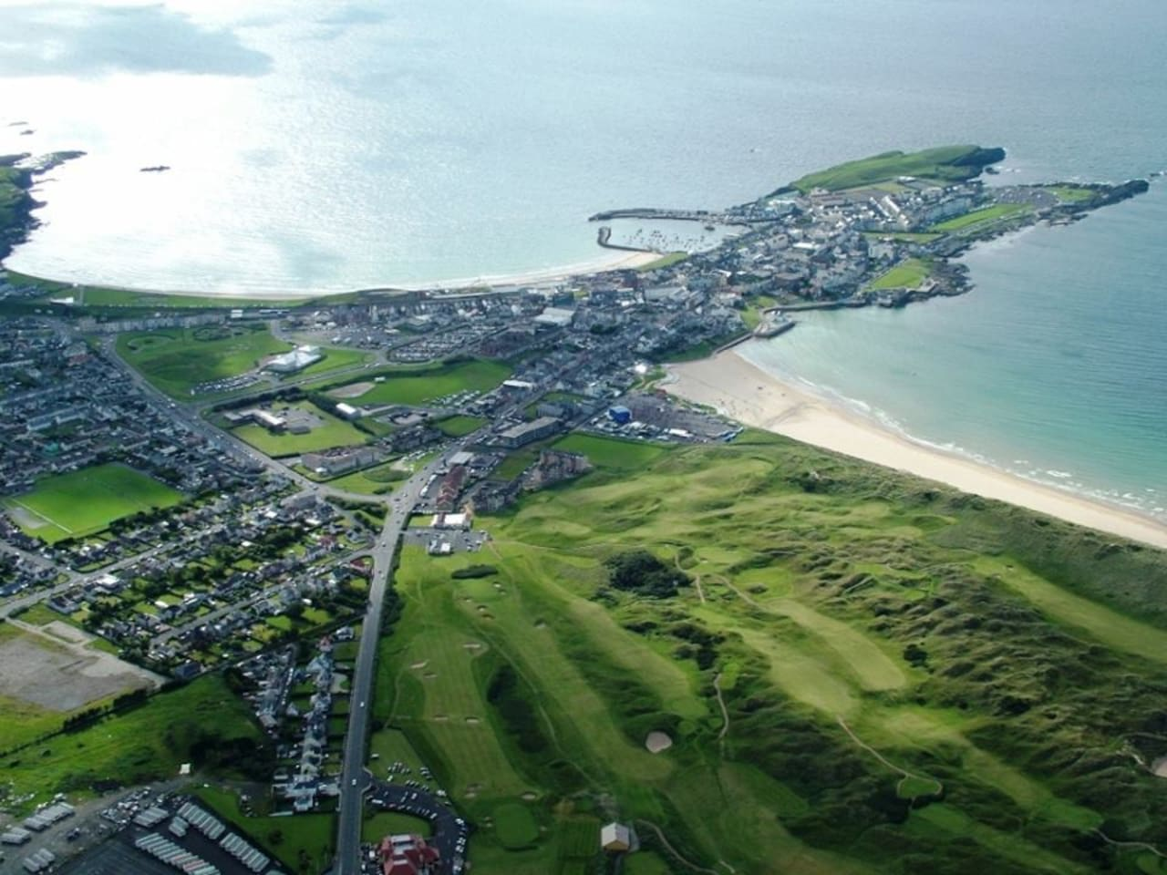Opposite Royal Portrush Golf Club. Within walking distance of 3 x beaches, shops and many cafes, bistros, wine bars and restaurants.