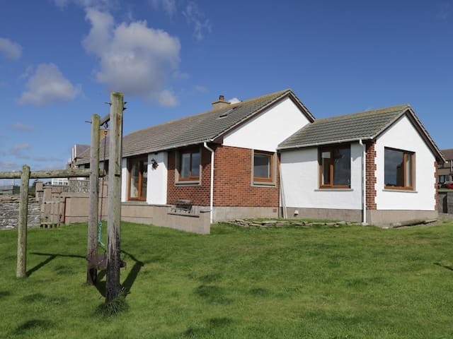 GREENBRAES, pet friendly, with a garden in Keiss, Ref 987282