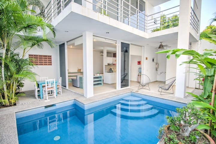 PRIVATE Pool & Patio - Golden Zone [2min to Beach]