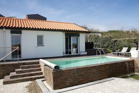 Moradia com piscina 2 quartos