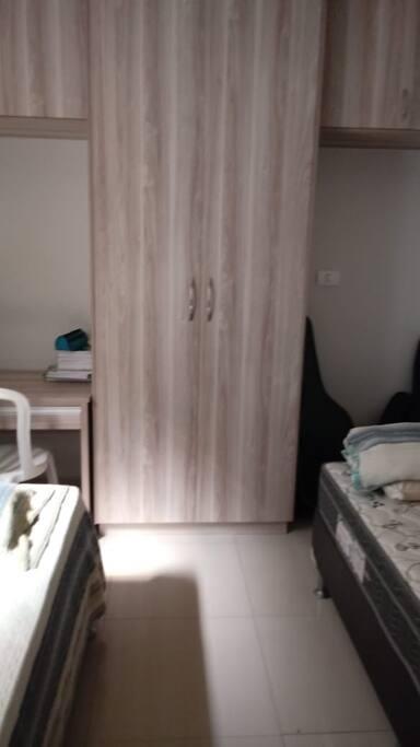 armário disponível para os hóspedes