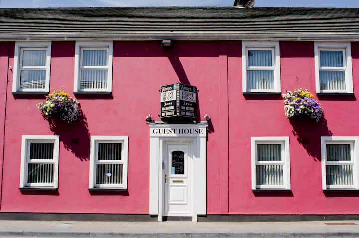 Kennys Guesthouse  Castlebar( Breakfast Included)