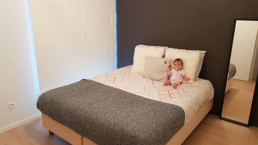 Master bedroom (excl. baby & linen)