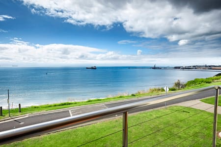 Clifftop Apartments with Panoramic Harbour Views.