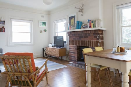 Charming Art Deco Apartment in Manly