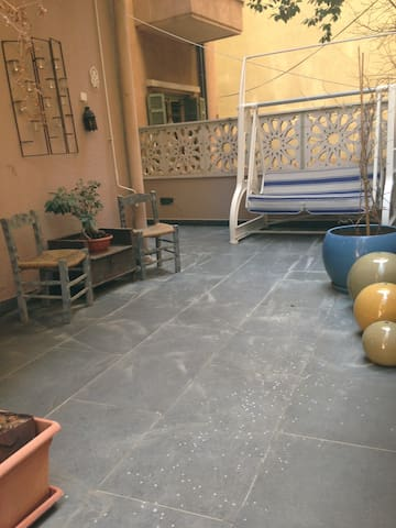 Charming Apt with a Small Backyard
