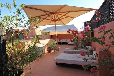 Chambre d'hôte dans Riad de charme : CORIANDRE - Marrakech - Bed & Breakfast