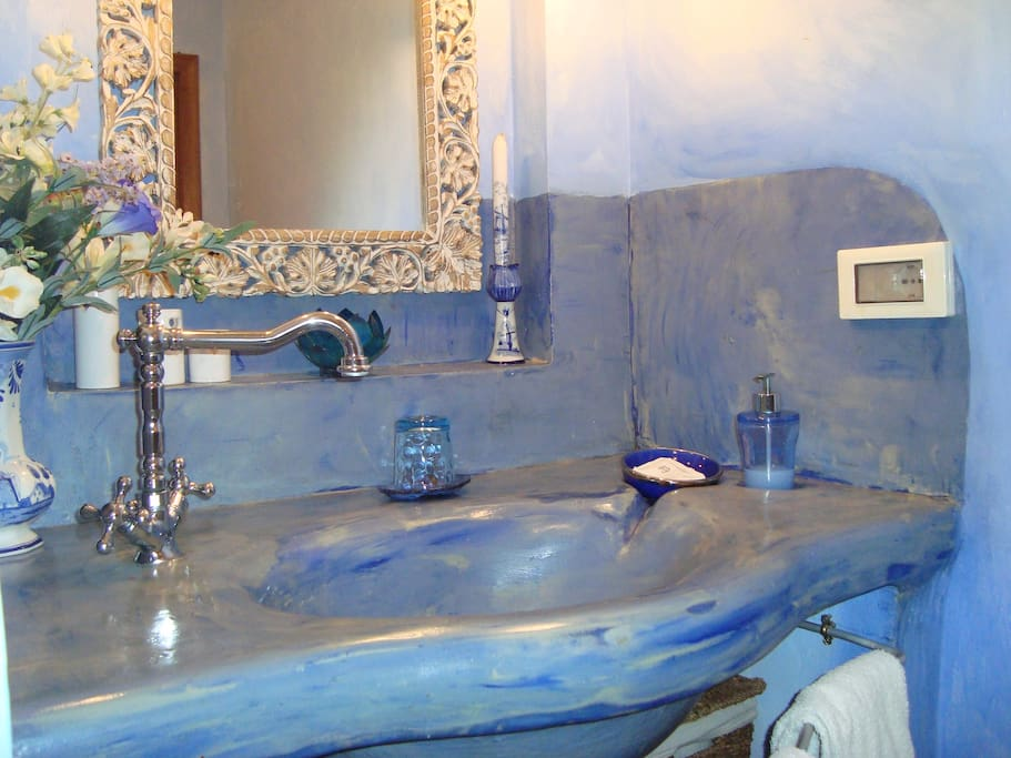 Camera matrimoniale standard bed and breakfasts for rent - Web cam bagno maddalena ...