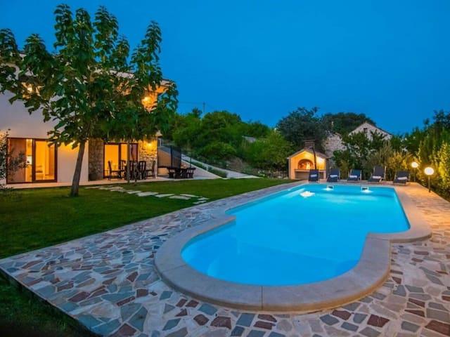 Villa Matia****