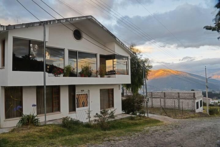 Homestay in Valle  de  los  Chillos - Quito - Bed & Breakfast