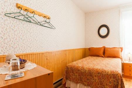 Au Gite de la Chute(Chambre #4) - Baie-Sainte-Catherine